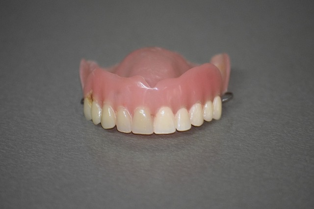 takma diş temizliği